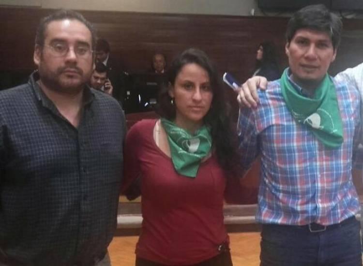 Diputada de izquierda dijo no sentirse representada por el Himno Nacional y la Bandera