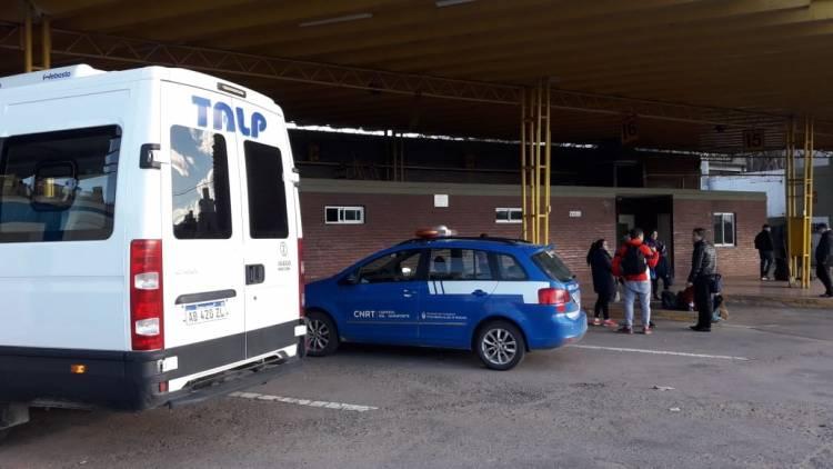 """La CNRT detuvo a una """"combi trucha"""" en el acceso a Santa Rosa"""