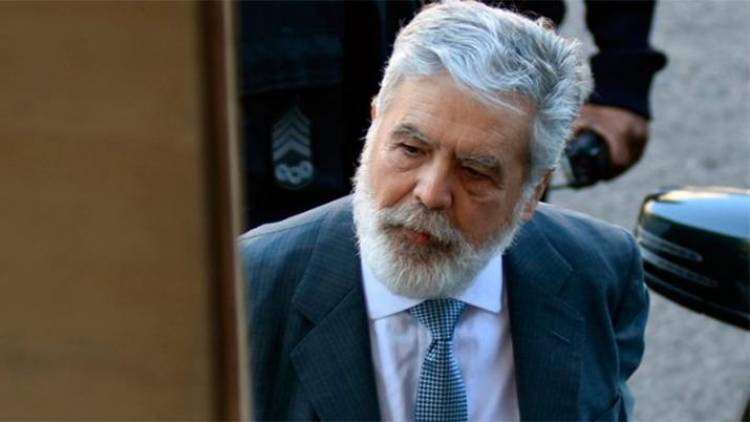 Un encargado del edificio de Julio De Vido denunció la entrada y salida de cajas fuertes