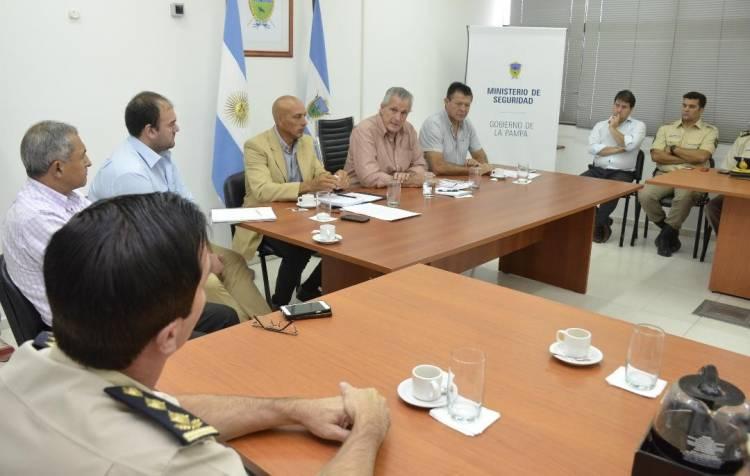 Análisis conjunto sobre la encuesta de victimización: el ministro de Seguridad se reunió con la cúpula de la Policía de La Pampa