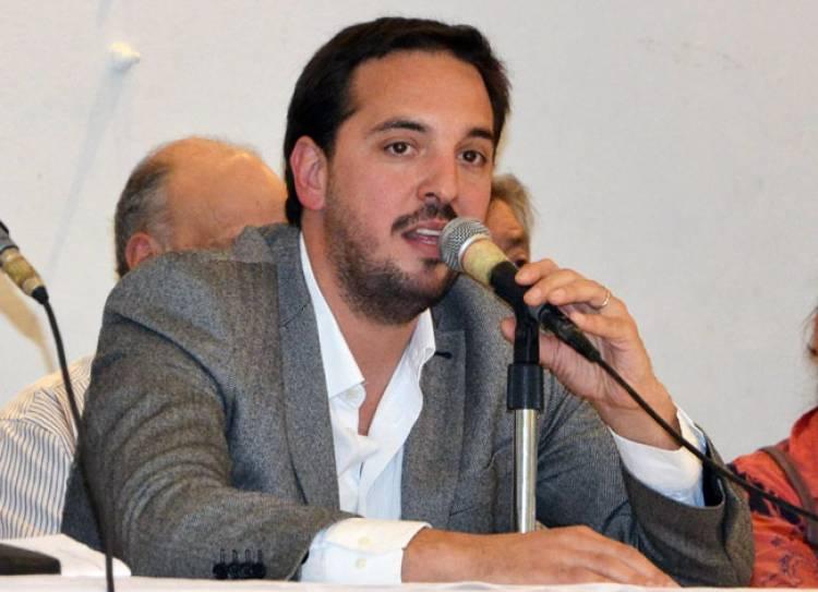 """Luciano Di Nápoli """"Estamos trabajando en las reparaciones del asfalto"""""""