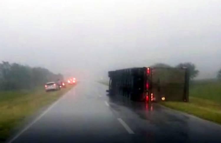 VIDEO - RADAR | La Pampa azotada por tormenta con granizo y vientos fuertes. Un camión volcó sobre la Ruta 35