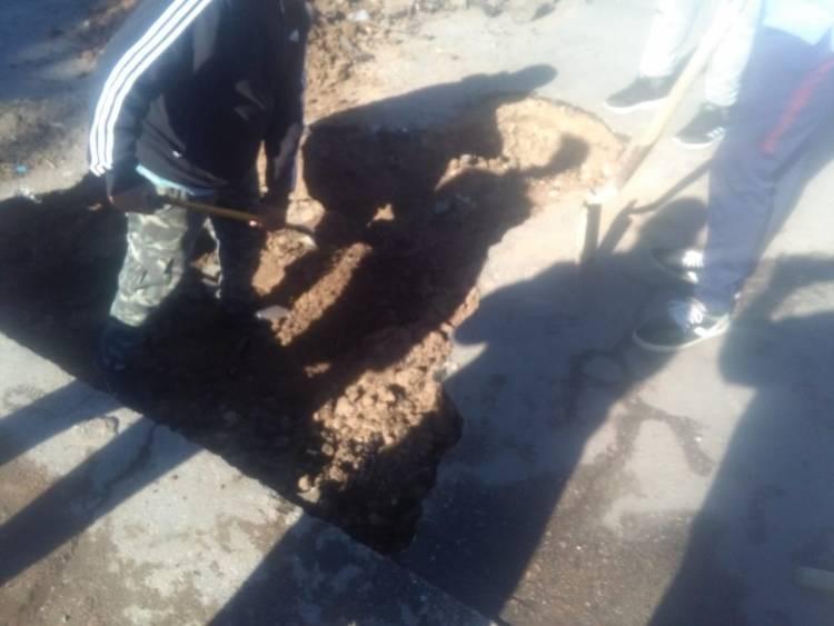 Corte en Congreso y Circunvalación | Comisión vecinal repara hundimiento de asfalto